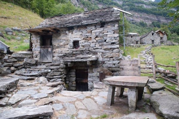 Vacation in Ticino - Verzasca Valley - holiday homes ...